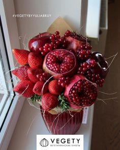 Bouquet Cadeau, Candy Bouquet Diy, Food Bouquet, Diy Bouquet, Edible Fruit Arrangements, Edible Bouquets, Floral Arrangements, Flower Box Gift, Flower Boxes