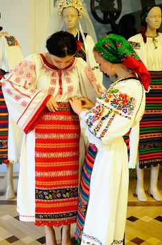 Romanian Flag, Romanian Girls, Folk Fashion, Ethnic Fashion, Mexican Embroidery, Hand Embroidery, Folk Costume, Costumes, World Photography