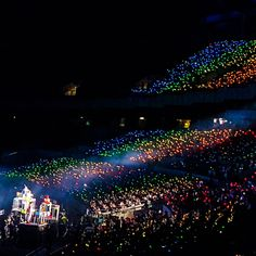 i hope the ocean will always colourful, beautiful and make a meaningful memory to all EXO-Ls and our lovely EXO. Lightstick Exo, Sehun And Luhan, Kpop Exo, Got7, Exo Concert, Rainbow Aesthetic, Exo Korean, Taeyong, Bts Wallpaper