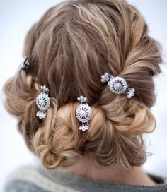 Bunad: Nå får du hårspenner til bunaden - KK Romantic Hairstyles, Braided Hairstyles, Headgear, Norway, Hair Clips, Your Hair, Scandinavian, Hair Beauty, Beauty Tips