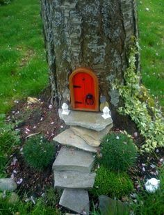 A gnome's home! I SOOO want to do this somewhere in the yard, maybe higher up and its a fairy house. Dream Garden, Home And Garden, Big Garden, Garden Cottage, Garden Care, Cute Garden Ideas, Garden Hideaway Ideas, Back Garden Ideas, Garden Oasis