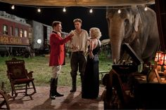 Water for elephants (2011) directed by  Francis Lawrence, starring Reese Witherspoon, Robert Pattinson and Christoph Waltz. Based on the novel by Sara Gruen (2006).