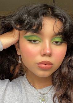 Cute and creative look! Cute Makeup Looks, Makeup Eye Looks, Eye Makeup Art, Kiss Makeup, Eyeshadow Looks, Pretty Makeup, Beauty Makeup, Hair Makeup, Edgy Makeup