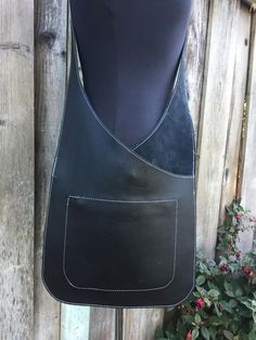 MESSENGER in pelle nera borsa in pelle borsa a tracolla in Black Leather Bags, Leather Purses, Leather Handbags, Leather Totes, Leather Vest, Leather Bag Pattern, Cheap Purses, Big Purses, Diy Handbag