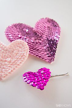 ~ Freebie Friday ~ designed by Kara Endres, super cute sequin heart accessories you can diy in time for St Valentine's Day . Bead Embroidery Jewelry, Beaded Embroidery, Bordados Tambour, Diy Fashion, Ideias Fashion, Sequin Crafts, Baby Girl Hair Accessories, Diy Accessoires, Shape Crafts