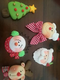 Clay Christmas Decorations, Polymer Clay Christmas, Diy Christmas Ornaments, Christmas Projects, Holiday Crafts, Polymer Clay Ornaments, Polymer Clay Crafts, Make Your Own Clay, Handmade Crafts