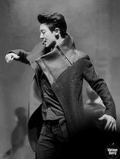Chanyeol - 140321 2014 Spring Seoul Fashion Week - 6/7 Credit: Vintage Berry. (2014 춘계 서울패션위크)
