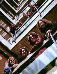 The Beatles featuring Paul McCartney George Harrison John Lennon and Ringo Starr Foto Beatles, Beatles Love, Les Beatles, Beatles Art, Beatles Photos, Beatles Poster, John Lennon, Rock Poster, The Fab Four