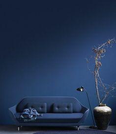 quelle peinture acrylique murale choisir Navy Blue Living Room, Blue Rooms, Blue Walls, Coral Pantone, Pantone 2020, Wall Colors, House Colors, Blue Home Offices, Blue Photography