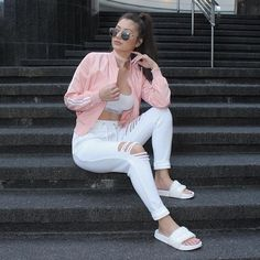 Pastel Up on the blog right now in the link in my bio loves Pink choker GoJane…