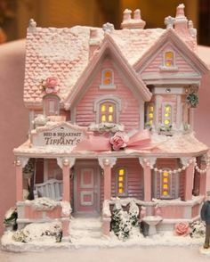 Shabby Chic Pink Paint Styles and Decors to Apply in Your Home – Shabby Chic Home Interiors Shabby Chic Christmas, Victorian Christmas, Vintage Christmas, Silver Christmas, Christmas Gingerbread, Christmas Home, Gingerbread Houses, Natural Christmas, Fairy Houses