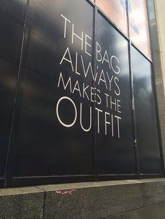 """""""Die Tasche macht immer das Outfit."""" Und natürlich die Frau, die sie trägt!"""