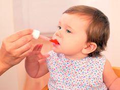 Mit Globuli durchs erste Lebensjahr | Mit der sanften Medizin der Homöopathie können Eltern viele kleine Wehwehchen selbst behandeln. Erfahren Sie, wie Sie die richtigen homöopathischen Mittel finden, die Ihr Baby dabei unterstützen, gesund zu werden und zu bleiben.