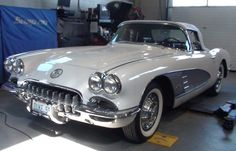 1959 Chevrolet Corvette (Snowcrest White)