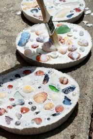 DIY Remember a summer forever by creating this wonderful seashell craft. Plaster of paris, aluminum pie tin, and shells. :o) DIY Remember a summer forever by creating this wonderful seashell craft. Plaster of paris, aluminum pie tin, and shells. Seashell Projects, Seashell Crafts Kids, Crafts With Seashells, Beach Crafts For Kids, Beach Sand Crafts, Older Kids Crafts, Beach Themed Crafts, Driftwood Projects, Driftwood Art