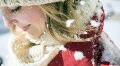 С приходом зимы у большинства женщин начинаются проблемы с кожей – она трескается на руках и губах, становится сухой, иногда сильно краснеет.