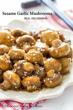 These Asian-style sesame garlic mushrooms are delicious and healthy-ish side dish that requires very little hands-on time. Side Dish Recipes, Vegetable Recipes, Vegetarian Recipes, Cooking Recipes, Healthy Recipes, Snacks Recipes, Healthy Snacks, Mushroom Recipes, Garlic Mushrooms