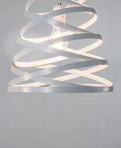 laurie lumi¨re luminaire suspension boule en métal perforé argentée