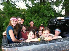Robertson kids sitting in truck bed Bella Robertson, Willie Robertson, Robertson Family, Reed Robertson, Jep And Jessica, Maryland, John Luke, Duck Calls, Quack Quack