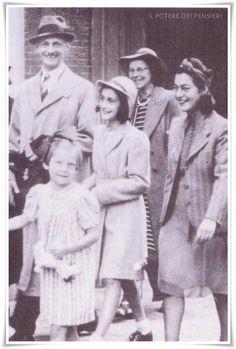 Chiunque sia felice rende felici anche gli altri. Chi ha coraggio e fede non morirà mai in miseria ஜ Anna Frank