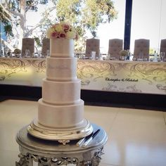 Lustre wedding cake