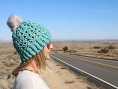 Learn how to make this Chunky Shell Crochet Hat Pattern! With the video tutorial it teaches you how to crochet a hat with this free pattern. Crochet Hat Size Chart, Crochet Hooks, Crochet Blankets, Chunky Hat Pattern, Bernat Softee Chunky Yarn, Crochet Beanie Hat, Beanie Hats, Yarn Tail, Yarn Sizes