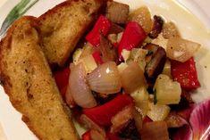 Η κρητική κουζίνα χαρακτηρίζεται από την απλότητα και την αυθεντικότητα των πρώτων υλών που χρησιμοποιούμε. Η συνταγή που σκέφτηκα είναι απλή, με υλικά που θα βρείτε σε οποιοδήποτε μεγάλο σούπερ μάρκετ: μια γρήγορη τηγανιά με απάκι, φρέσκα λαχανικά και γραβιέρα Κρήτης. Crete, French Toast, Dishes, Chicken, Meat, Breakfast, Food, Morning Coffee, Tablewares