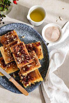 Sächsischer Kartoffelkuchen mit Zucker, Zimt und Cranberries ist ein schneller Herbstkuchen. Am besten lauwarm essen! Cranberries, Food And Drink, Bread, Winter, Pie, Fall Cakes, Yummy Cakes, Creative Cakes, Sheet Cakes