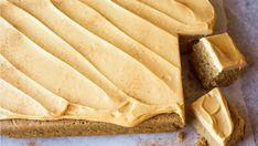 Krydderkake med glasur i langpanne Sweet Recipes, Cake Recipes, Something Sweet, Cake Cookies, Fun Desserts, Sheet Pan, Baked Goods, Food To Make, Peanut Butter