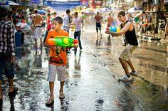 Festival de Água de Songkran – Chiang Mai, Tailândia.