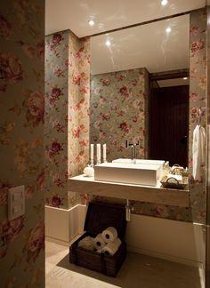 Um décor apaixonante. Veja: http://www.casadevalentina.com.br/projetos/detalhes/uma-reforma-de-sucesso-606 #decor #decoracao #interior #design #casa #home #house #idea #ideia #detalhes #details #style #estilo #cozy #aconchego #conforto #casadevalentina #lavabo #bathroom #banheiro