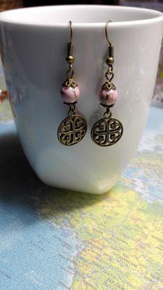 Boucles d'oreilles celtiques rose et bronze féérique : Boucles d'oreille par miss-perles