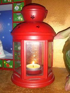 Solo un mese alla Vigilia di Natale.  Alberi di luci. Statuine, renne e stelle. Bambini festanti. Finestrine da aprire ogni mattina. Campane...