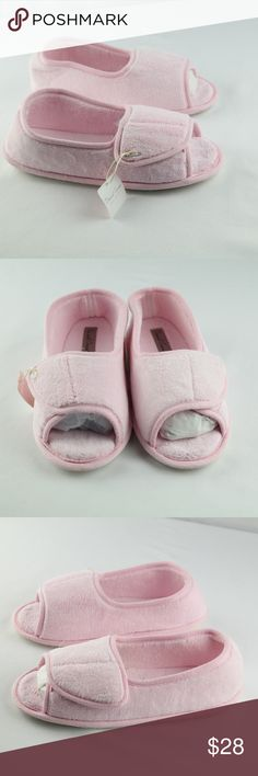 e0493a209dc Daniel Green Slippers Sz Wide NEW Daniel Green Slippers Womens Sz W Pink  Slip On Open Toe House Shoes shoes are new with no box Daniel Green Shoes  Slippers