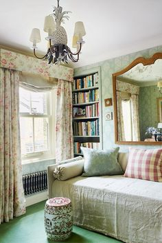 Gardens snow and house on pinterest - English style interior design rigor and comfort ...