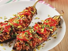 Have you searched for the stuffed eggplant (Moroccan cuisine) recipe? Stuffed eggplant (Moroccan cuisine), Moroccan Cuisine and thousands of illustrated recipes! White Chicken Enchiladas, Oven Dishes, Sliced Tomato, Kitchen Recipes, Cooking Time, Vegetable Pizza, Fas, Stuffed Peppers, Homemade