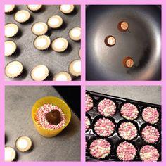 Chocolade cups, even op de kop in een warme pan en dan in de muisjes dopen. Leuk voor de kraamvisite!!