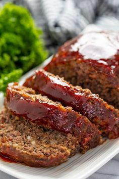 Momma's Meatloaf is a classic meatloaf that has the best meatloaf flavor ever! This meatloaf recipe is easy to make, holds together, and has the best glaze on top! Good Meatloaf Recipe, Meat Loaf Recipe Easy, Best Meatloaf, Easy Meatloaf Recipe With Bread Crumbs, Meatloaf Sauce, Homemade Meatloaf, Ground Pork Meatloaf, Pork And Beef Meatloaf, Healthy Recipes