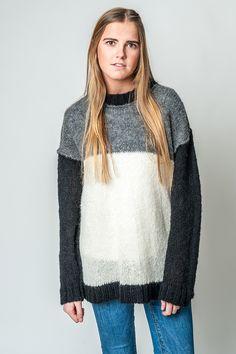 Jersey de Alpaca mujer Wilapi #alpaca #ponchos #poncho #alpacawool #handmade #poncho #bealpaca #sweaterweather #cape #sweater