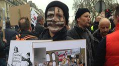 En mars dernier, artisans, commerçants, travailleurs indépendants avaient manifesté à Paris contre leur régime de protection sociale (RSI) et le niveau des charges sociales qu'ils jugent trop élevé.