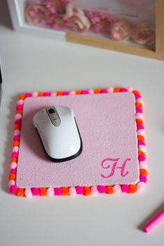 Pom pom mouse pad manualidades cute помпоны, кисточки y руки Diy Crafts For Teen Girls, Diy Projects For Teens, Diy For Teens, Fun Projects, Teen Diy, Kids Diy, Easy Diy Crafts, Diy Crafts To Sell, Geek Crafts