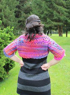 Ravelry: Daisy Shrug pattern by Zsuzsanna Makai