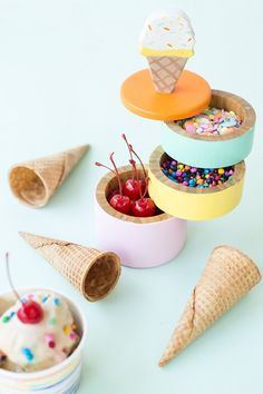 This DIY Ice Cream Caddy is the perfect way to display all the yummy toppings for your ice cream party! Diy Ice Cream, Ice Cream Party, Glace Diy, Fun Party Themes, Party Ideas, Fun Ideas, Diy Craft Projects, Diy Crafts, Ice Cream Social