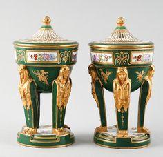 Par de vasos em porcelana Francesa Sevres da primeira metade do sec.19th, 23cm de altura, 2,885 USD / 2,690 EUROS / 10,760 REAIS / 18,360 CHINESE YUAN soulcariocantiques.tictail.com