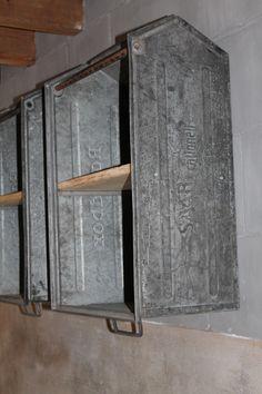 ECHT GROOT zijn deze metalen stabelbare magazijnbakken 71x45x30 cm hoog.