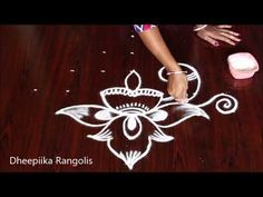 Easy Peacock Rangoli Design with dots Indian Rangoli Designs, Rangoli Designs Images, Beautiful Rangoli Designs, Lotus Rangoli, Peacock Rangoli, Rangoli Patterns, Rangoli Ideas, Simple Rangoli, Creative Video