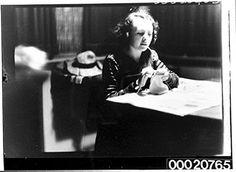 POSTER Portrait young woman knitting 1920-1935 This photo is part Australian National Maritime Museum's Samuel J. Hood Studio collection. Sam 1872-1953 was Australia best art poster http://www.amazon.it/dp/B00P31NIKA/ref=cm_sw_r_pi_dp_0hCJvb14GQRVG