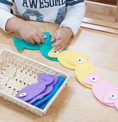 Diy Montessori Toys, Montessori Toddler, Diy Quiet Books, Baby Quiet Book, Craft Kits For Kids, Crafts For Kids, Infant Activities, Activities For Kids, Autism Crafts