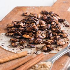 An easy recipe for roasted pumpkin seeds with cinnamon spices and sweetened with brown sugar.