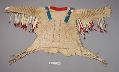[Back side. Native American Shirts, Native American Beadwork, Native American Art, American Indians, American War, Warriors Shirt, Indian Man, Traditional Art, Montana